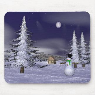 Muñeco de nieve agradable en la noche mousepads