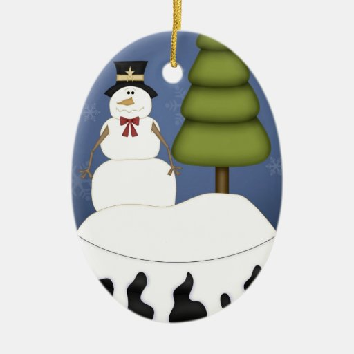 Muñeco de nieve con el globo de la nieve del árbol adorno