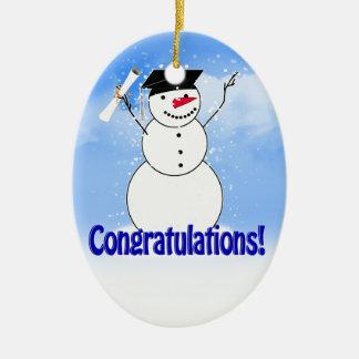 Muñeco de nieve de graduación con el diploma adorno navideño ovalado de cerámica