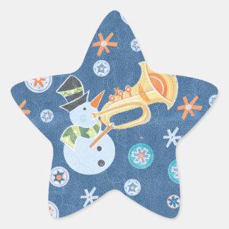 Muñeco de nieve de la trompeta que hace música del pegatinas forma de estrella
