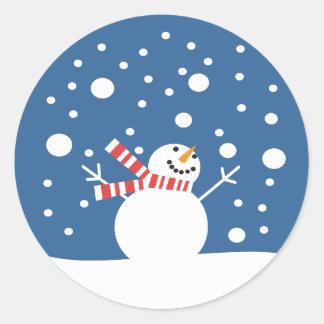 Muñeco de nieve de las vacaciones de invierno pegatina redonda
