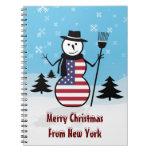 Muñeco de nieve del dibujo animado en el campo de  libro de apuntes