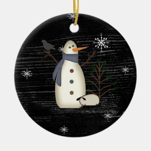 Muñeco de nieve del país y ornamento primitivos de adorno navideño redondo de cerámica
