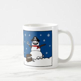 Muñeco de nieve del pirata del invierno del navida taza