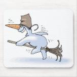 Muñeco de nieve del vuelo alfombrillas de ratón