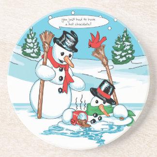 Muñeco de nieve divertido con el dibujo animado de posavaso para bebida