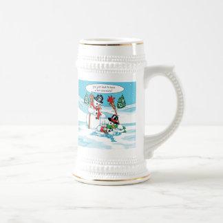 Muñeco de nieve divertido con el dibujo animado de jarra de cerveza