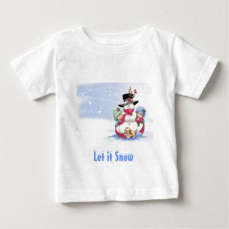 Muñeco de nieve en escena del navidad tee shirts