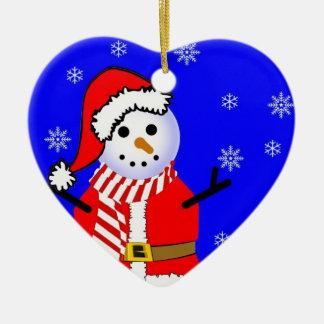 Muñeco de nieve en un ornamento del corazón de la adorno navideño de cerámica en forma de corazón