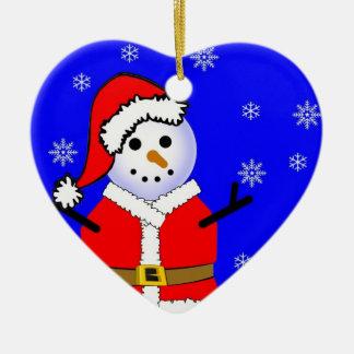 Muñeco de nieve en un ornamento del corazón del adorno navideño de cerámica en forma de corazón