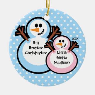 Muñeco de nieve hermano mayor y ornamento del adorno redondo de cerámica