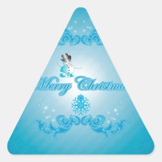 Muñeco de nieve lindo con el fondo azul suave calcomanías de triangulos