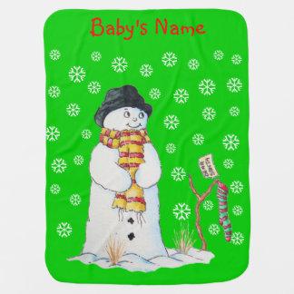 Muñeco de nieve lindo con el navidad que almacena  mantitas para bebé