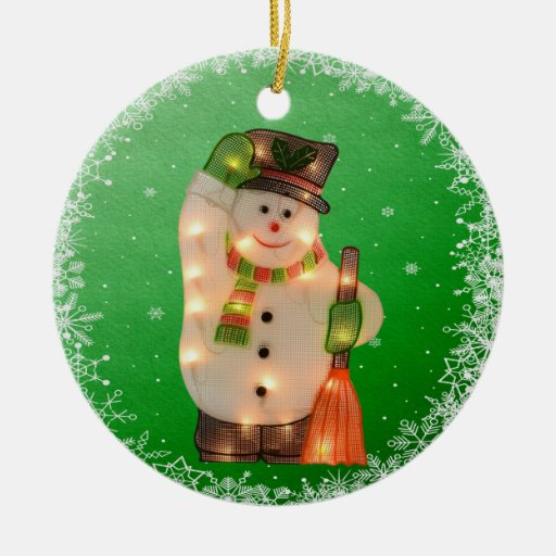 Muñeco de nieve lindo con el ornamento de las adorno navideño redondo de cerámica