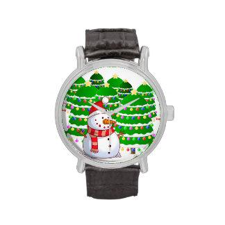 Muñeco de nieve lindo con los árboles de navidad reloj de mano