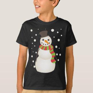 Muñeco de nieve lindo con una bufanda playera