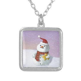 Muñeco de nieve lindo del navidad collar plateado