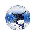 Muñeco de nieve patinador en azul relojes de pared