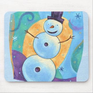 Muñeco de nieve que inclina en nieve festiva del alfombrilla de ratón