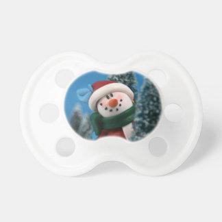 Muñeco de nieve que mira a escondidas de detrás ár chupetes para bebes
