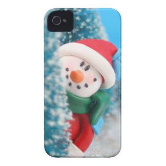 Muñeco de nieve que oculta o que mira a escondidas iPhone 4 protectores