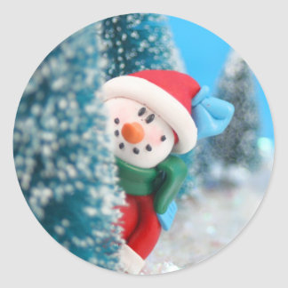 Muñeco de nieve que oculta o que mira a escondidas pegatinas redondas