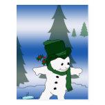 Muñeco de nieve que patina en verde postal
