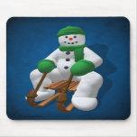 Muñeco de nieve Sledding del vintage Alfombrilla De Ratón