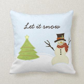 Muñeco de nieve y árbol almohada