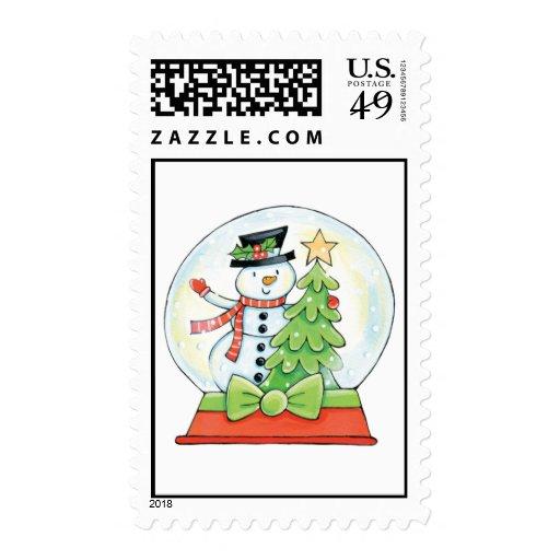 Muñeco de nieve y árbol de navidad en un franqueo  sellos