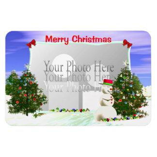 Muñeco de nieve y árboles de navidad marco de la imán