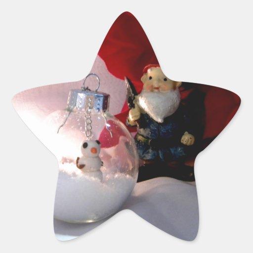 Muñeco de nieve y gnomo pegatina en forma de estrella