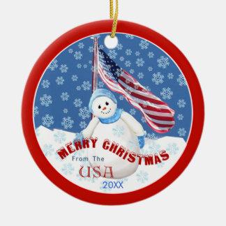 Muñeco de nieve y ornamento patrióticos del adorno navideño redondo de cerámica