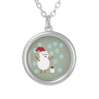 Muñeco de nieve y pingüino collar plateado