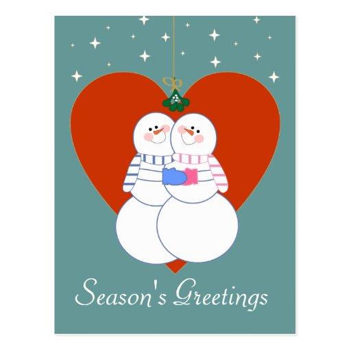 Muñecos de nieve debajo de la postal del muérdago