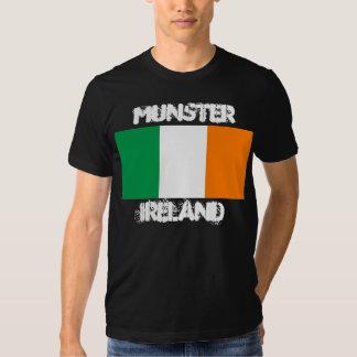 Munster, Irlanda con la bandera irlandesa Poleras
