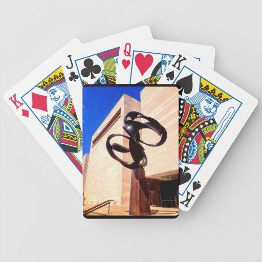 Museo de la escultura del metal del extracto del a baraja cartas de poker