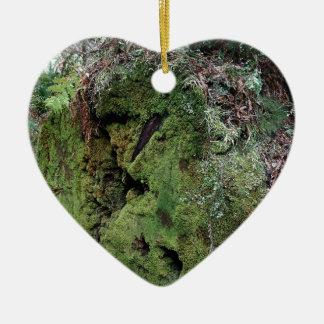 Musgo en secoya caida adorno de cerámica en forma de corazón