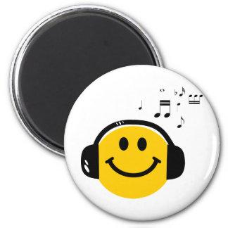 Music loving smiley magnet
