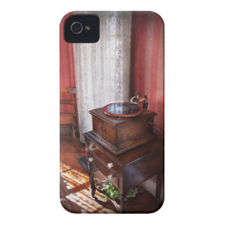 Music - Record - Granny is going to dance later iPhone 4 Cover