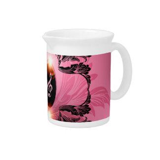 Música, clef en fondo rosado jarras