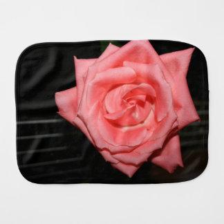 música color de rosa rosada de la parte posterior paños para bebé