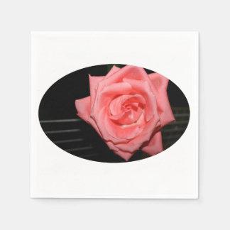 música color de rosa rosada de la parte posterior servilleta de papel