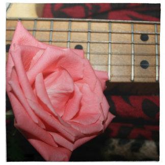 música color de rosa rosada del cuello del servilleta de papel