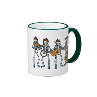Música country que juega los esqueletos taza de café