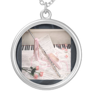 Música de la flauta y del collar de las llaves