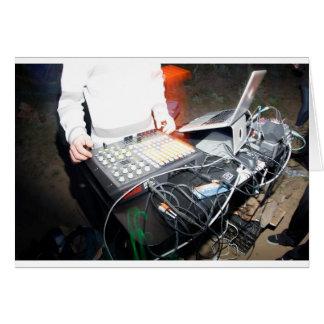 Música de mezcla de EDM DJ en una demostración sub Tarjeta De Felicitación