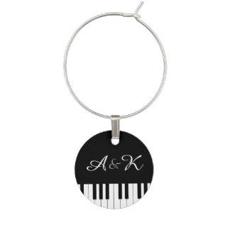 Música del teclado de piano que casa encanto de la identificador de copa