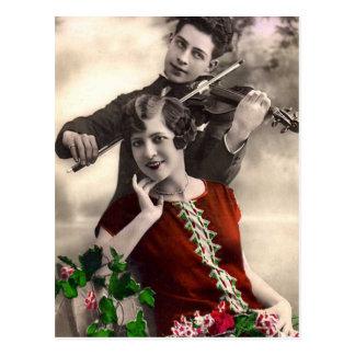 Música del violín jugada por el músico del vintage postal