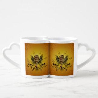Música, micrófono set de tazas de café